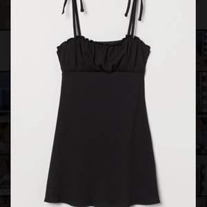 Superfin svart miniklänning med lappen kvar. Köparen står för frakten 🥰