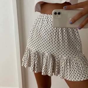 Jättefin och supertrendig kjol från Zara i storlek S