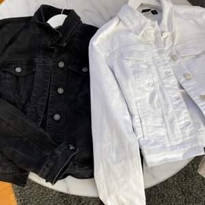 2 jeansjackor i jättefint skick! Nypris 300kr st, mitt pris 120 st eller båda för 220!