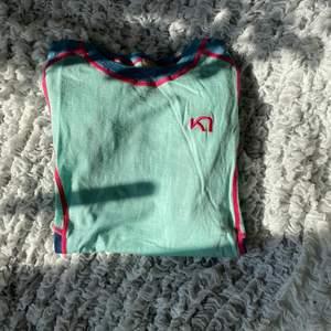 Tränings t-shirt från Karitraa, storlek XS. Använd fåtal gånger. Köpare står för frakten.