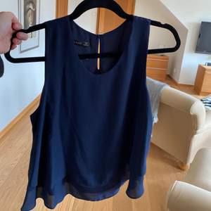 Mörkblå topp från Zara