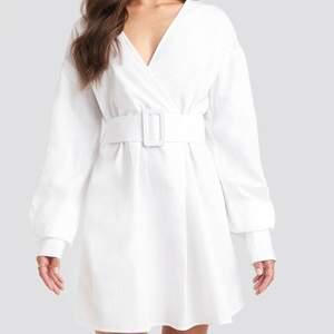 Skjortklänning från Julia Wieniawa X Nakd, stl 38 passar 36-38,