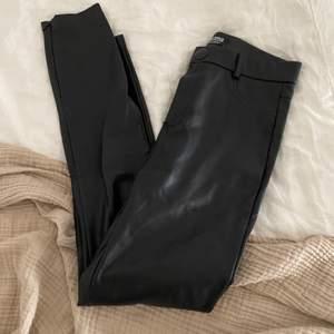 Fina kostymbyxor i storlek S, sparsamt använda! 💕 köpta på Zara!