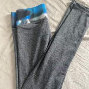 Xs- helt vanliga gråa stretchiga byxor 😄 fraktar från Älvsjö