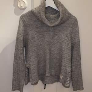 Odd Molly tröja i stl 1 motsvarande S, passar även de som bär Xs, jättefin grå färg o använd fåtalet gånger. 200kr + frakt