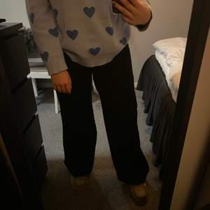 Wide leg jeans från junkyard i storlek 29. Använda en gång då de är lite stora. Superfina jeans💓👌🏻⭐️ säljer för 180, köparen står för frakten😊