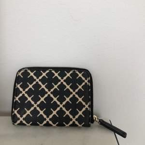 Säljer plånbok från malene birger, använd en del men fortfarande i mycket bra skick.