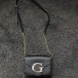 Säljer denna super fina väskan nu! Det var en present men tyvärr kom den aldrig till användning;( så hoppas hitta en ny ägare till denna pärlan❤️