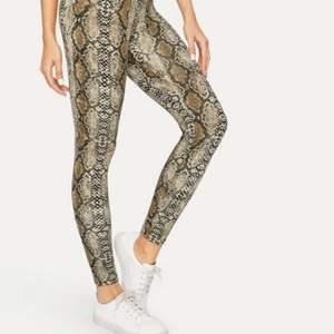 !!SÖKES!! Hör gärna av dig om du äger dessa tights! De är slutsålda på tex shein och Madlady🥰