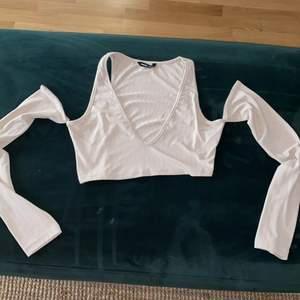 Supersnygg tröja helt ny! Passade inte mig så jag säljer den:) köpare står för frakt!
