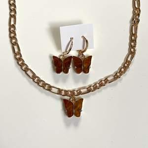 Säljer detta bruna smycke set med fjärilar och guldig kedja! Helt nytt, alltså inte användt! GRATIS FRAKT❗️