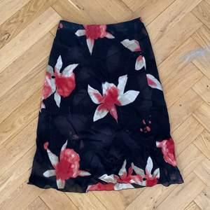 jättefin kjol som inte kommer till användning :( väldigt stretchiga så tror att den passar olika storlekar