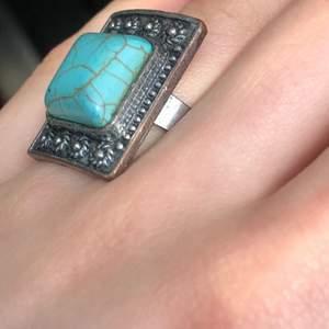 Säljer denna ringen jag haft ett tag, köparen står för frakten. Kolla gärna in andra annonser!!