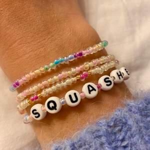 Jag gör egna armband på beställning!! Vad ni vill ha jag fixar, det är bara att skriva till mig för mer info😁 1 = 25kr +frakt, 4 = 100kr gratis frakt🤠🤠🤠