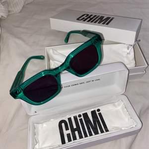 Säljer mina knappt använda chimi brillor i modellen 004. Grön båge med svart glas. Allt finns kvar.