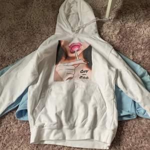 Använd 2 gånger, säljer för använder ej. Off zoo hoodie