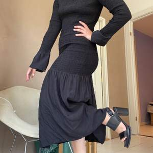 Really gorgeous flowy black dress from And Other Stories. Very stretchy material and comfortable! Perfect for Halloween! 🔪🧛🏽♀️🩸