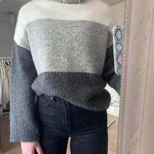 Säljer en stickad tröja med polokrage från New Yorker, 70kr + frakt