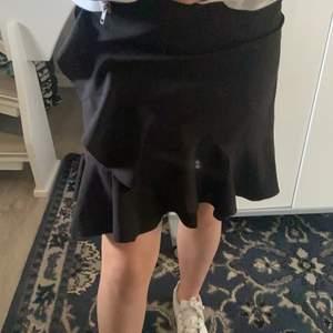 Volang kjol i barn storlek men passar till mig som är XS/litenS buda!!