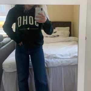 Säljer denna hoodie med luva pga att den inte kommer till använd! Köpt på herravdelningen på H&M för 349kr men säljer för 150, använd 3 ggr