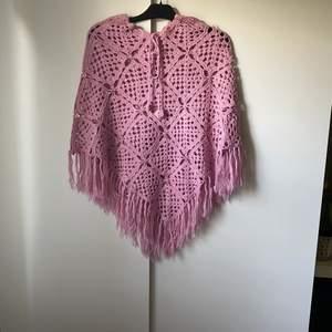Vintage rosa poncho som knappt är använd, fri frakt✨