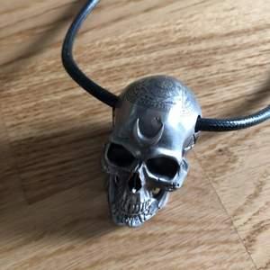 Killstar skull necklace