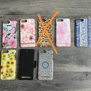 Säljer mina skal till IPhone 8+ då jag bytt mobil, finns defekter på nästan alla skal förutom det blåa, gula, svarta och det rosa från Richmond and finch som är lite lortigt bara. Köparen betalar för frakten, katt finns i hem 💕💕
