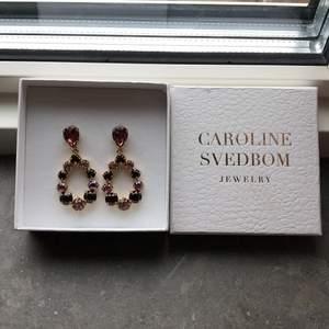 Nu säljer jag min vackra smycken, en klocka från Michael kors (säljer för 1100 kr) och ett par örhängen från iisa (säljer för 800 kr) andvänd två gånger. Ordinarieplats går att hitta på nätet. Vid funderingar eller flera bilder kontakta gärna mig!