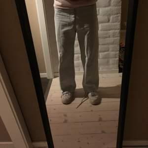 Hope Flash Denim i size 29 - passar mig som är 175 (+-5cm) (se bild) - cond 8/10