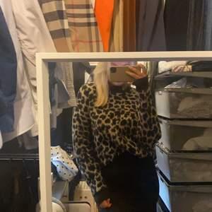 Säljer denna fina tröjan men leopard print ifrån NAKD