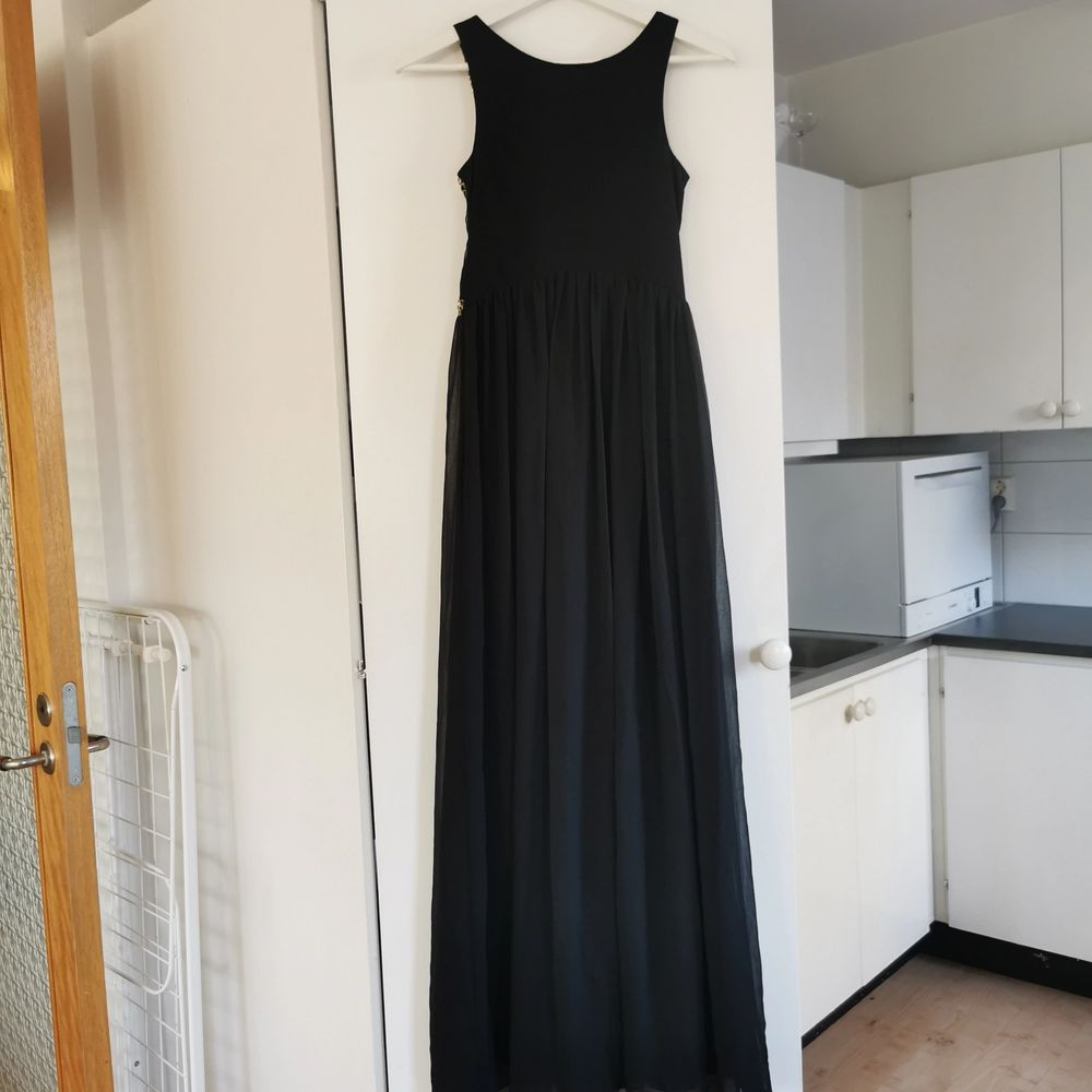 Så fin bal/fest-klänning. Strl 34, frakt ingår i priset 🖤. Klänningar.