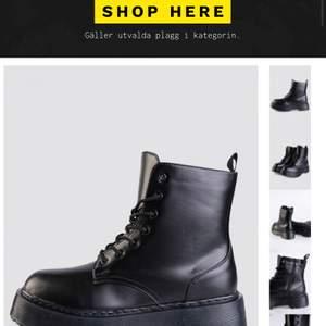 Super snygga svarta boots ifrån madlady, men som tyvärr inte är min stil. Så aldrig använda, finns kvar att skickas i originalkartong från madlady. Storlek 38. Nypris: 600 ❤️