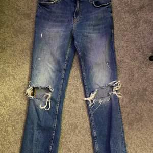 Zara cropped jeans som varit populära länge superfina till sommaren och våren till någon kappa! :)