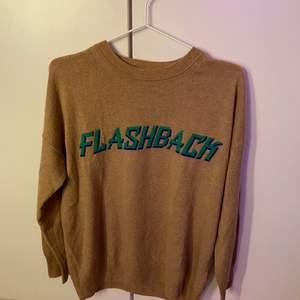 Populära Sandro tröjan i cashmere säljer jag nu för den tyvärr inte kommer till användning, jättefint skick! Buda om de fler intresserade :)