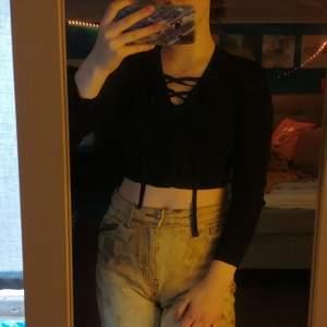 Lång ärmad tröja från H&M säljer den för 80 tillsammans med frakten.🥰💕