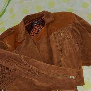 Ballaste mocca frans jackan Size m. Retro skinn detaljer upptill fickor. Mm