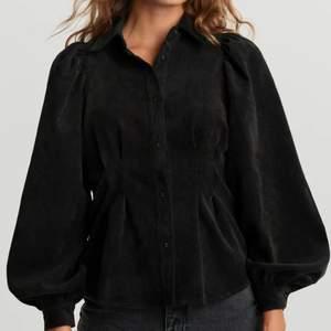 OBS Söker denna skjorta/blus i Manchester från Gina tricot i strl 36-38!