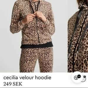 Fint leopard mjukis sätt från Gina i storlek Xss. Inte mycket använt.😍