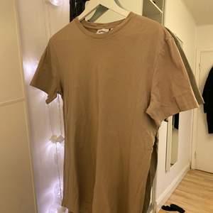Frakt ingår i pris🤎🤎superfin oversized T-shirt i stolek M (mansstorlek då jag ville ha den oversized)