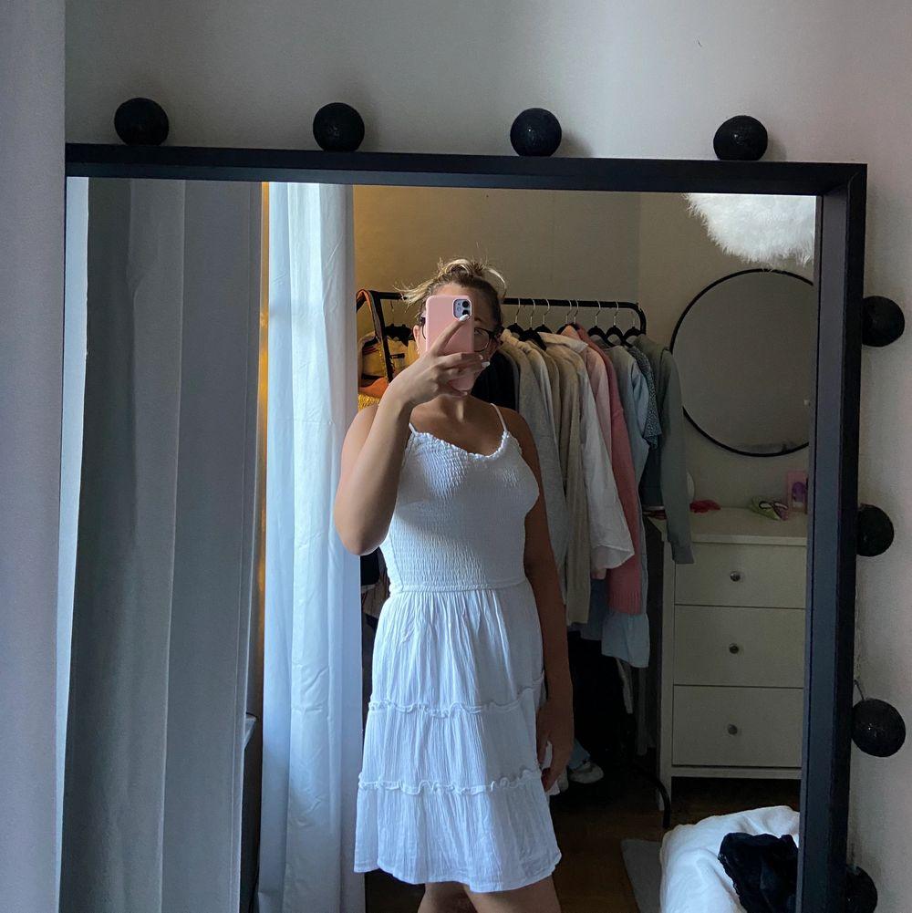 Super fin klänning till nu i sommar från hollister🤩. Klänningar.