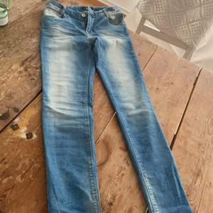 Ett snyggt par skinny jeans i en fin blå färg. Storlek 158 från LTB