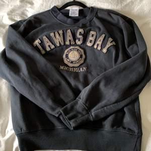 Sweatshirt köpt på buster och frank för 250 kr, storlek s men passar m