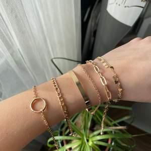Skitsnygga armband för 40 kr st 💓 de är helt oanvända och säljs för att jag råkade köpa dubbelt pack! Frakt 12 kr, det tredje armbandet är sålt