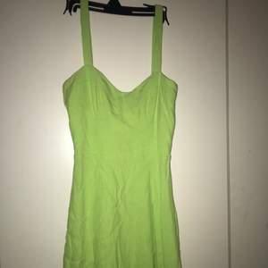Fin grön somrig klänning. Köpt här på Plick och använt endast en gång🥰