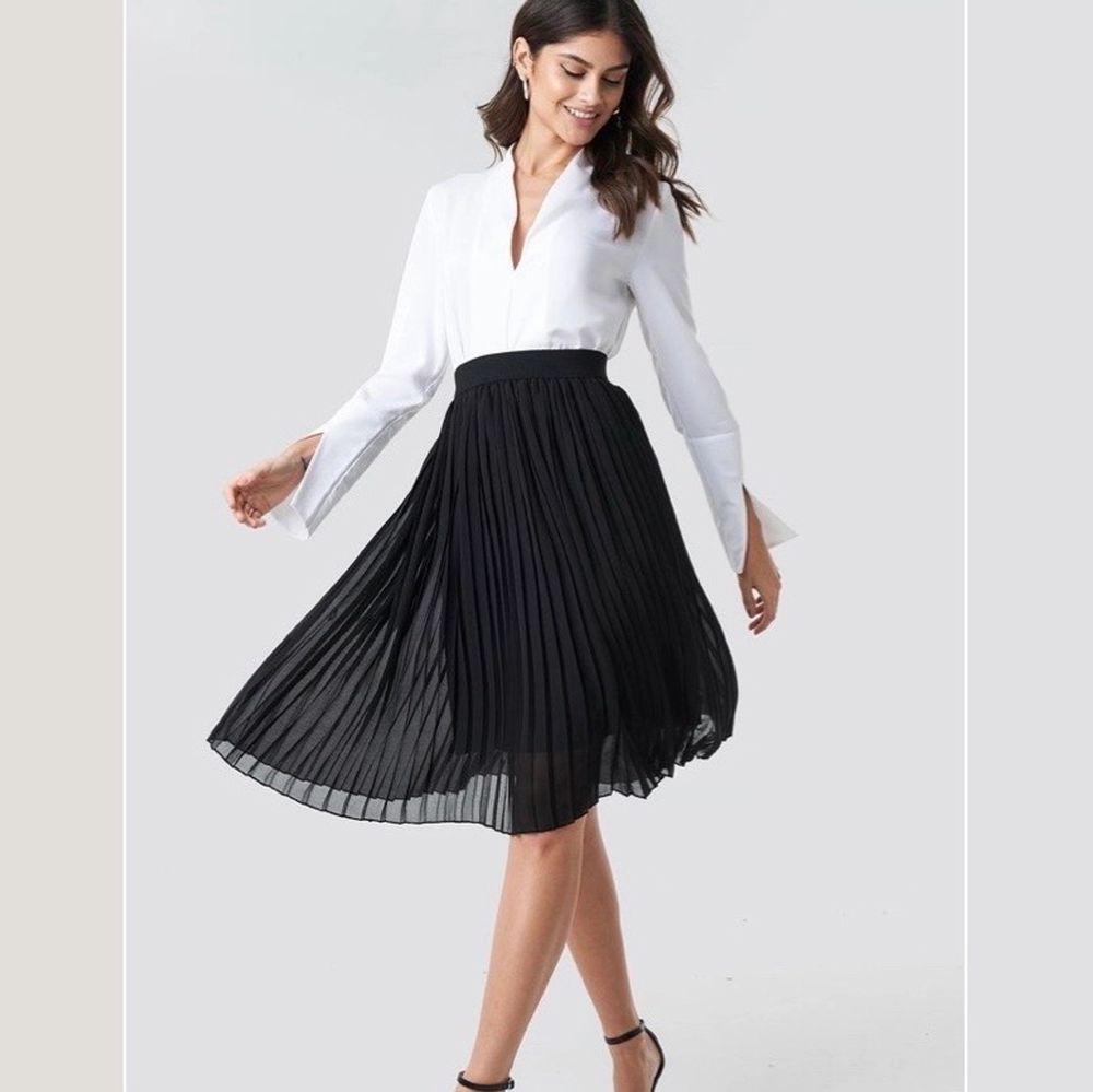 Pliserad kjol från nakd i storlek 34. Endast använd 2 gånger. Slutsåld på hemsidan och har varit det sedan länge . Kjolar.