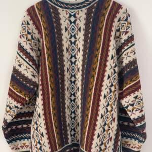 Superhöstig & oversized stickad tröja i ull, så är man känslig för stickiga tröjor rekommenderar jag en polotröja under ;) 70kr exklusive frakt!