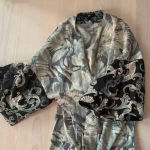 Mönstrad kimono från HM.