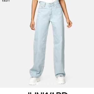 Säljer dessa helt oanvända populära jeans i storlek 27, priset kan diskuteras
