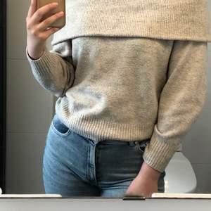 En jättefin tröja till vintern. Superskönt material och den sitter jättefint. 50 eller bud. Frakt tillkommer🥰