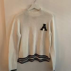Superfin stickad tröja från Abercrombie and Fitch. Nästan som ny, knappt använd. Köparen står för frakten. Fraktar endast.